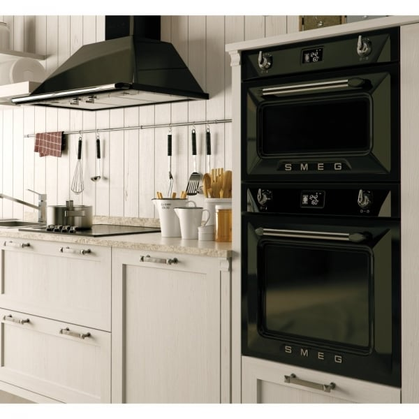 Kitchen Lighting Victoria: Smeg SFP6925NPZ Victoria Pyrolytic Multifunction Oven In Black